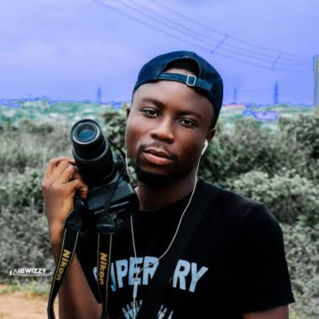 I don't have any one hustle am a student and there's many needs in school any one that comes I do but photography is my life #Hustle