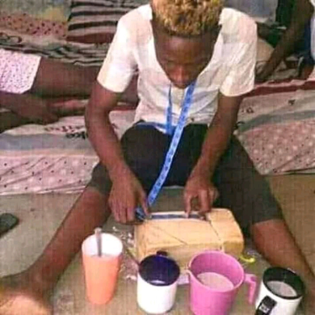 As e the hot 🤣🤣🤣,,, the country no sit down well again oh